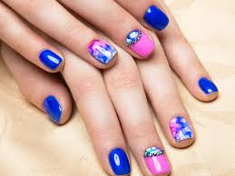 colorful nails make your fingertips stand out with bright colors