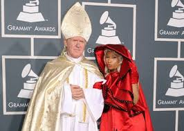 Pope Halloween Costume Nicki Minaj Holy Entrance Pope Grammys Photo