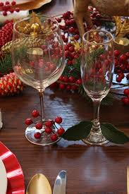 christmas table setting red and gold christmas decorations