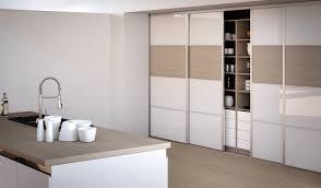 verre pour porte de cuisine porte placard chambre porte coulissante en bois et verre tour de