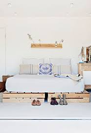Making A Platform Bed From Pallets by Best 25 Wooden Platform Bed Ideas On Pinterest Wood Platform