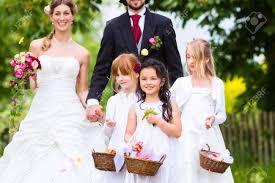koszor sl ny ruha esküvői pár menyasszony és a vőlegény virág gyermekek vagy
