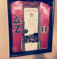 graduation shadow box five graduation gifts college students really want