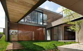 House With Central Courtyard Architecture Central Courtyard And Trans Paren Glass Exterior