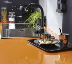 plan de travail en r駸ine pour cuisine plan de travail pour cuisine matériaux cuisine maison créative