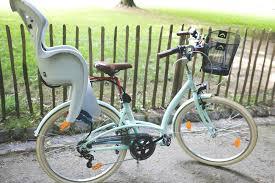 vélo avec siège bébé a deux sur un vélo petit em