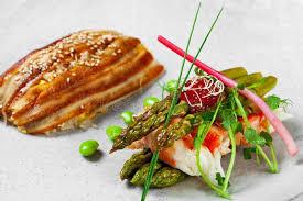 cuisiner l anguille cuisine casserole asiatique avec l anguille l asparagusand et le p