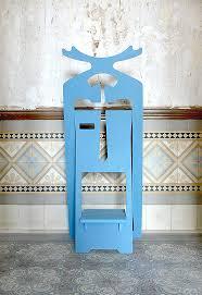 un valet de chambre cerf valet est un valet de chambre original par sa forme et sa