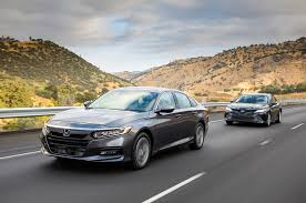 2018 honda accord 1 5t vs 2018 toyota camry 2 5 comparison