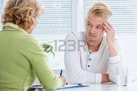 de sexe dans un bureau diagnostic médecin expliquant à patient féminin banque d