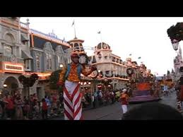 disney world parade during our thanksgiving family vacation