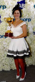 sle resume for tv journalist zahn cup calibration 39d441f800000578 3884098 winners are grinners last year s melbourne cup winner michelle p a 28 1477731026138 jpg