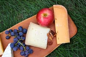 thanksgiving cheese plate gouda