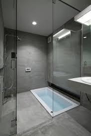 badfliesen grau ideen geräumiges bad fliesen grau badezimmer grau beige bad