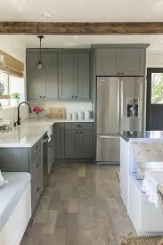 cuisine meubles gris sol en parquet gris couleur mur cuisine meubles gris plafond en