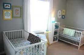 chambre de bébé jumeaux chambre bebe jumeaux chambre bacbac jumeaux blanc taupe mobilier