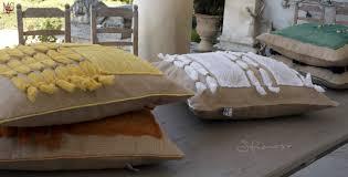 cuscini per arredo cuscini arredo per divani sfiziosi in juta e organza stropicciata