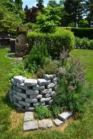 modele jardin contemporain aménagement jardin créez votre spirale d u0027herbes aromatiques