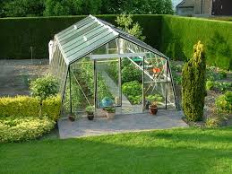 serre horticole en verre quelle serre de jardin potager abri objet de rangement