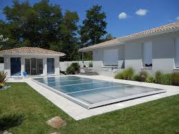 petite piscine enterree piscine enterree jardin conseils abri de jardin mur voisin limite