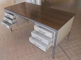cassetti metallo scrivania olivetti in metallo con cassetti annunci messina