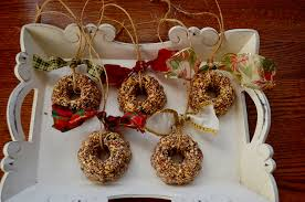 bird seed ornaments without or with gelatin