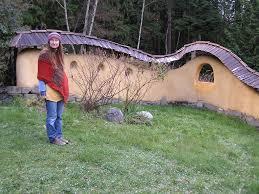 Curved Garden Wall by Cob And Cedar Courtyard Cedar Sustainable Woodwork
