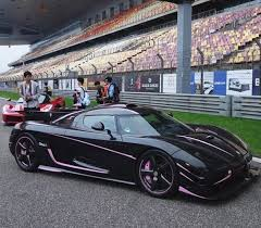 koenigsegg one 1 when a slightly pink koenigsegg one 1 made a red laferrari look