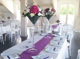 tons mariage compositions florales dans les tons de fushia et violet pour un