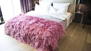 jeté de canapé en jeté de lit une touche déco dans la chambre westwing