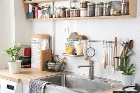 idee deco cuisine idées déco cuisine crédence et étagère ouverte