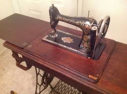 Antique Singer Sewing Machine Table Best 25 Antique Sewing Machine Table Ideas On Pinterest Singer