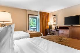 Massachusetts travel mattress images Queen hotel rooms black swan inn lee massachusetts jpg