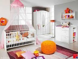 chambre à coucher fille chambre de bebe fille decoration kirafes
