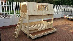 Pallet Bunk Beds Transform Shipping Pallets Into Creative Home Furnishings