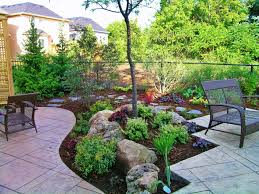garden landscaping idea for small backyard with decorative stones