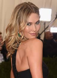karlie kloss hair color karlie kloss s first makeup tutorial video shows how to perfectly