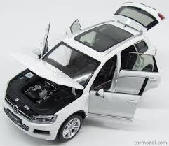 volkswagen touareg white welly 11005mb wh scale 1 18 volkswagen touareg v6 tsi facelift