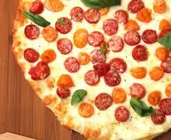 comment cuisiner la mozzarella pizza tomate mozzarella recette de pizza tomate mozzarella marmiton