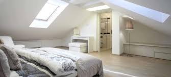 decoration chambre comble avec mur incliné impressionnant chambre dans inspirations avec decoration chambre