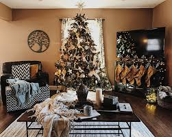 rustic chic christmas decor inspiration with reclaimed wood
