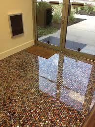 Bathroom Floor Pennies Caixotes De Feira Viram Mesa De Centro E Estante Indoor Bar