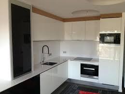 meuble cuisine laqué meuble cuisine laque blanc cuisine avec deux espaces fonctionnels