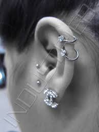 earrings on top of ear industrie8 piercing