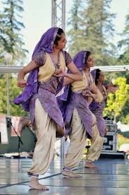 Radio Videos And Mp3s Bollywood Hindi Songs Bhangra Music The 25 Best Bhangra Dance Ideas On Pinterest Bollywood Dance