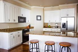 painting kitchen cabinets tutorial do it yourself divas diy how to paint kitchen cabinets like