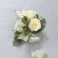 corsage flowers white corsage beverly s of midway beverly s flowers and gifts