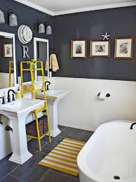Gray And Yellow Bathroom Ideas by Best 25 Coastal Inspired Yellow Bathrooms Ideas Only On Pinterest