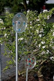 Garden Art To Make - 730 best garden glass flowers images on pinterest garden totems