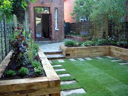 dans un petit jardin jouer avec les hauteurs est primordiale pour